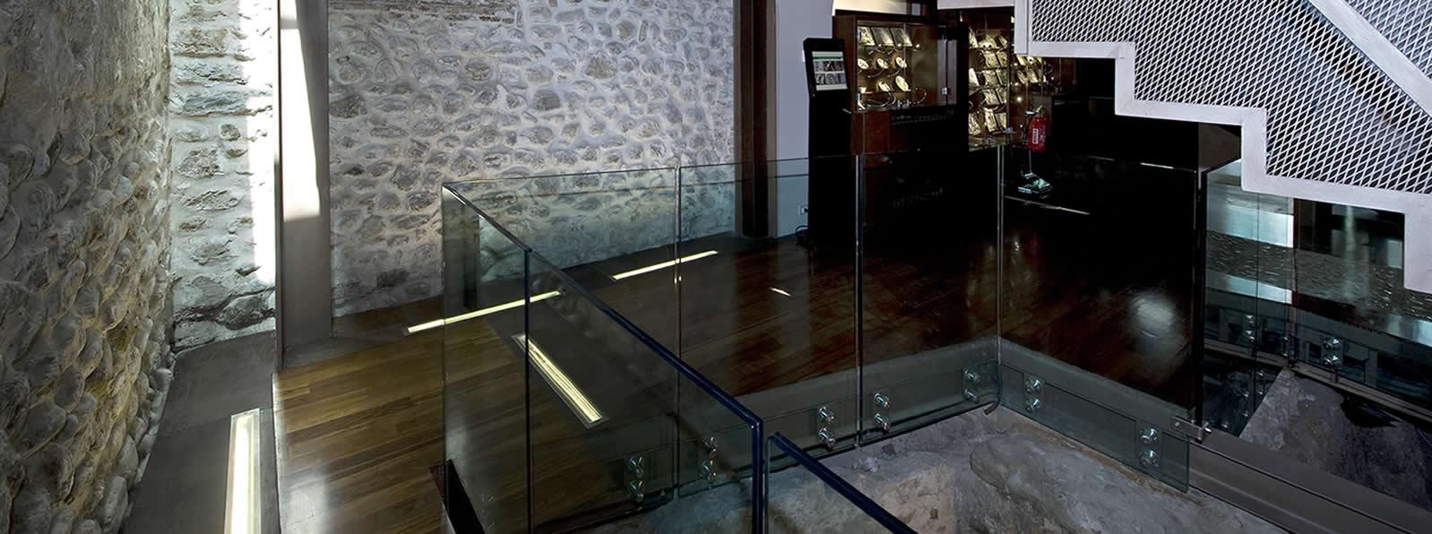 Paino-terra-scala-e-scavi-e-vetrine2
